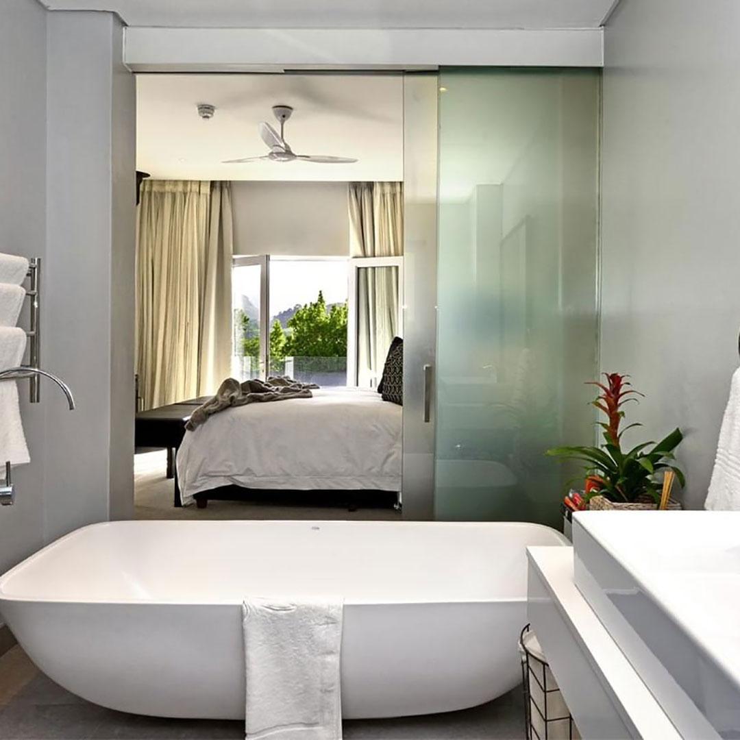 Regalo Bath